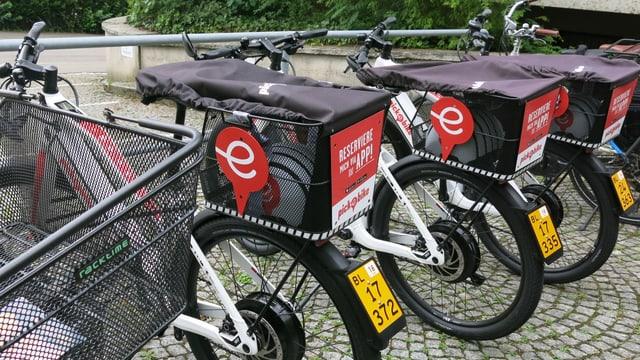 parkierte E-Bikes