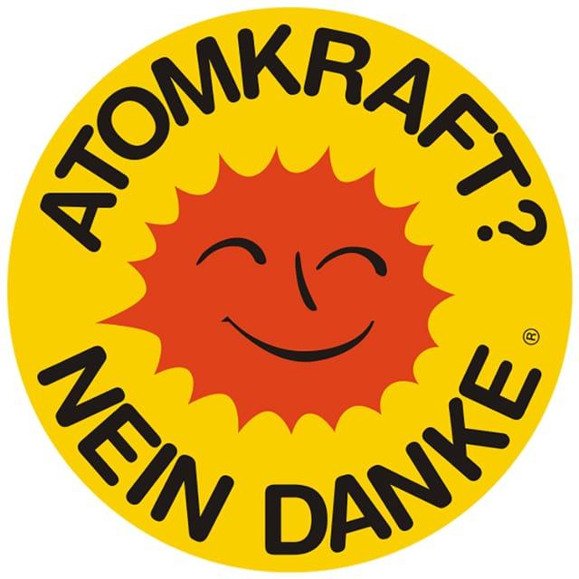 Eine rote Sonne. Darüber die Schrift: Atomkraft? Nein Danke.