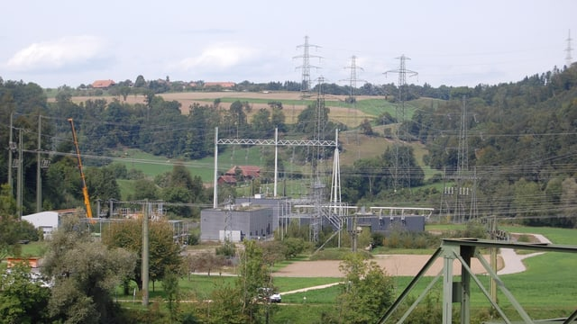 Stromanlagen auf einem Feld
