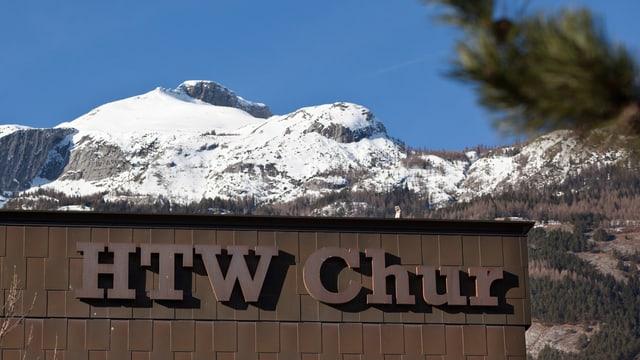 HTW-Beschriftung unter dem Calanda- Gipfel
