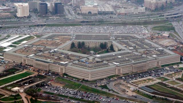 Il pentagon in bajetg cun 5 chantuns.