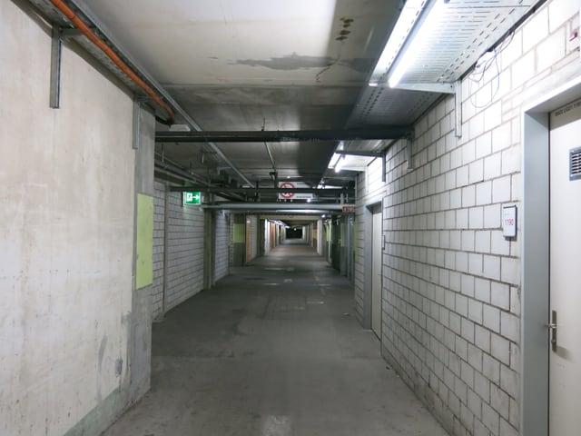 Gang im Keller der Messe Basel