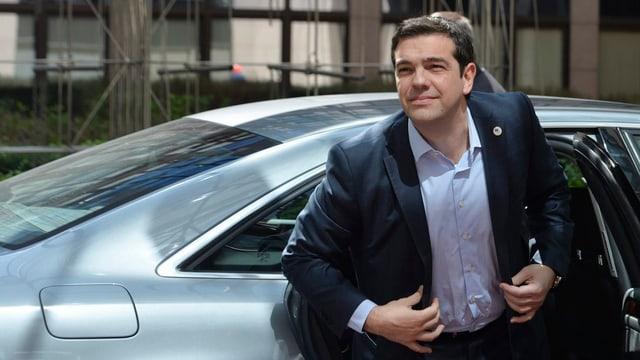 Alexis Tsipras arriva ord in auto.