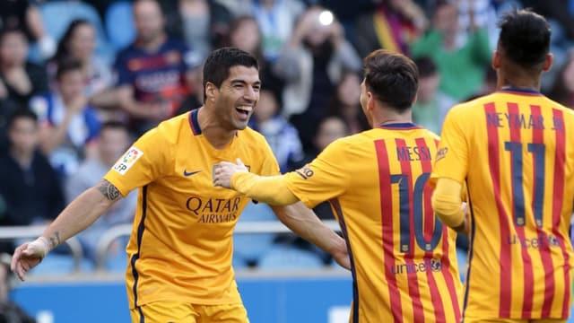 Luis Suarez jubelt mit Messi und Neymar.