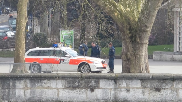 Polizeiauto an Aare