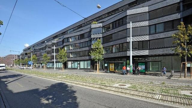 Sicht auf die Fassade eines Neubaus an der Voltastrasse