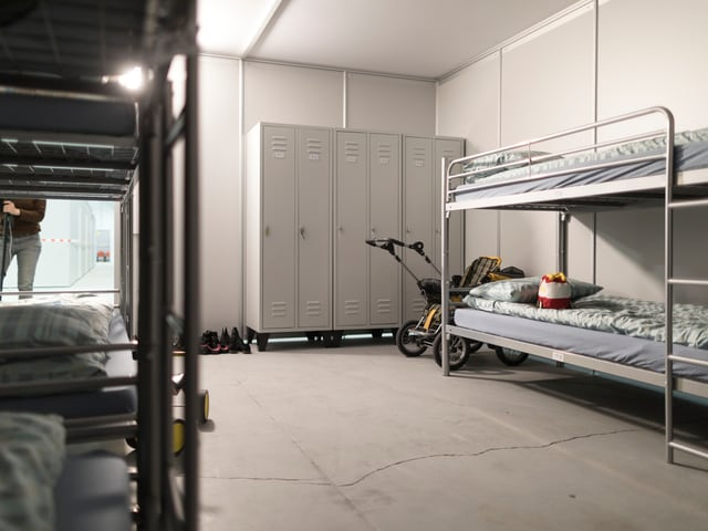 Zimmer mit Betten in Muttenz.