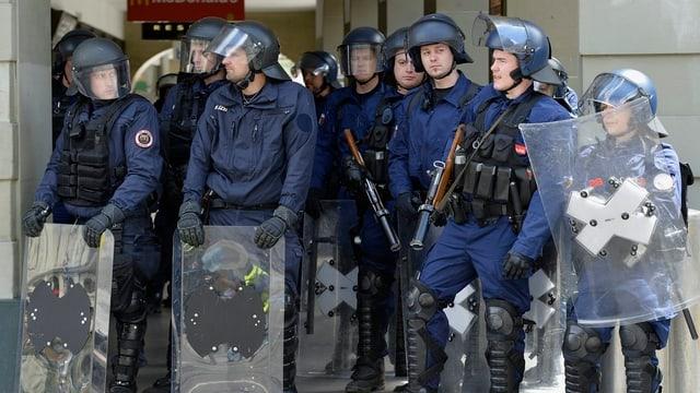 Polizisten an einer Demonstration