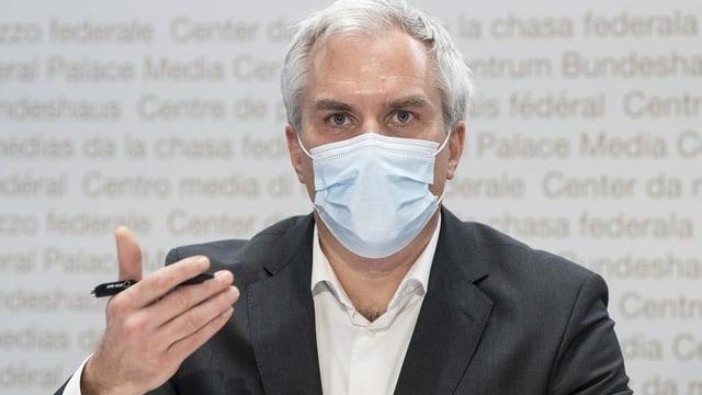 Ackermann mit Maske.