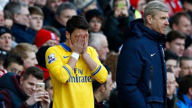 Spielmacher Mesut Özil und Coach Arsène Wenger erlebten in Stocke einen Rückschlag.