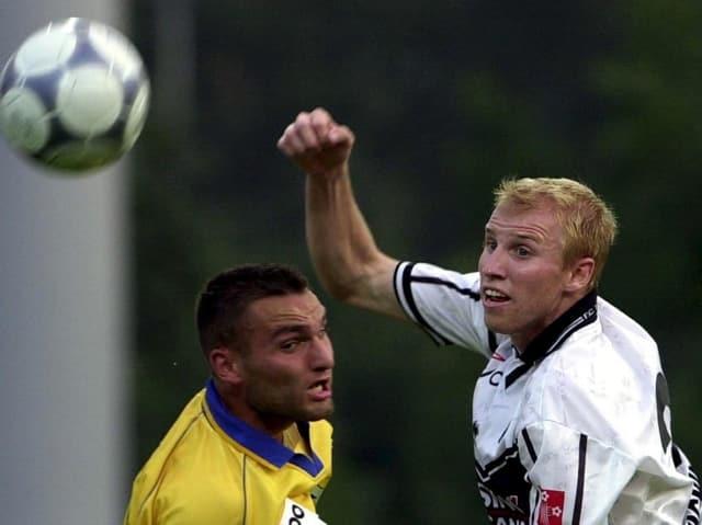Magnin als Lugano-Spieler in einer Partie gegen den FC Zürich (hier mit David Pallas).