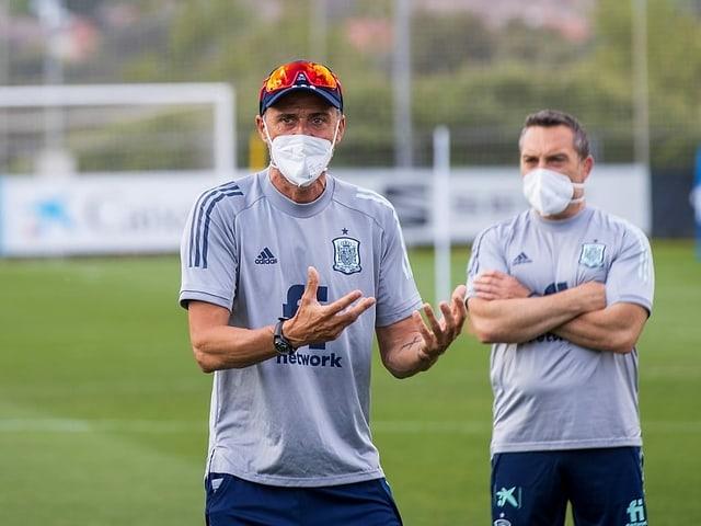 Luis Enrique mit Maske.