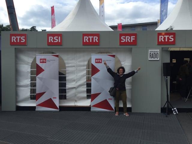 Ils proxims 3 dis mida Alice dal studio en la tenda. Las emissiuns datti da dudir live en il Radio Rumantsch.