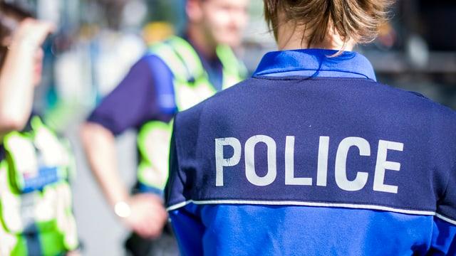 Purtret d'ina polizista.