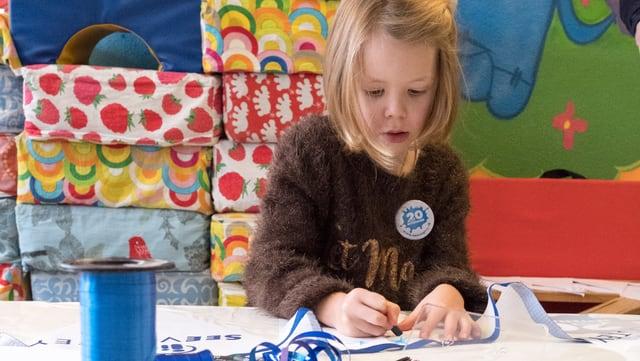 Kind beim Zeichnen.