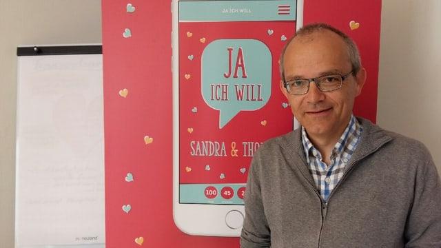 Matthias Koller vom Bistum St. Gallen lanciert die neue Heirats-App.