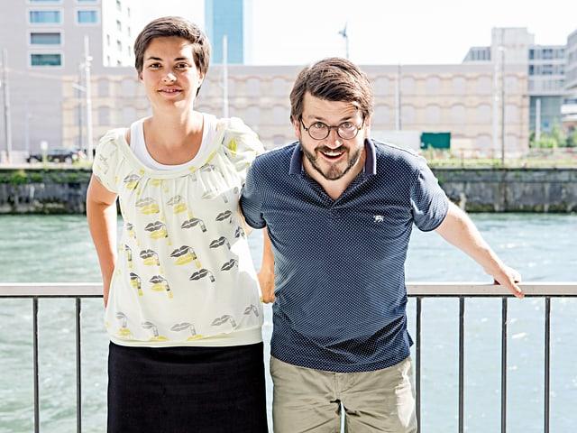 Camille Roseau und Christoph Good an der Limmat.