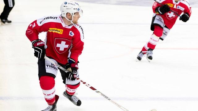 Tanner Richard spielt Hockey.