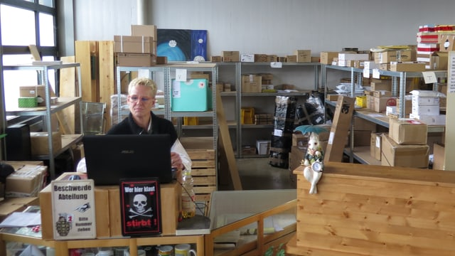 Mandy Klein am Computer