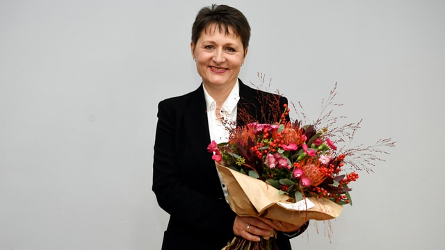 Franziska Roth mit Blumenstrauss