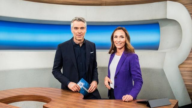 Sandro Brotz und Nicole Frank im Studio der «Rundschau».