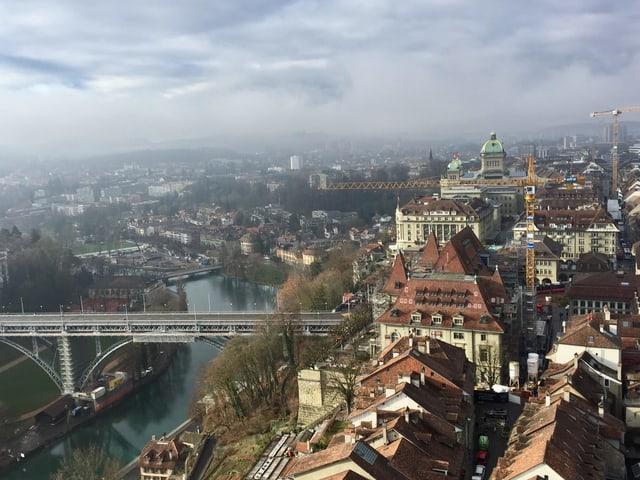 Blick vom Münsterturm über die Stadt Bern.