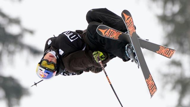 Il skiunz da freestyle grischun Elias Ambühl.