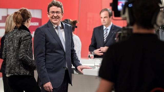 Rösti in der Präsidentenrunde, im Hintergrund Gössi und Pfister