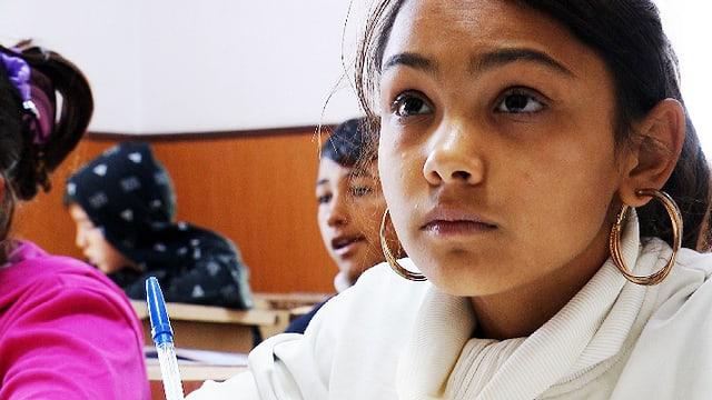 Video «Ancuta kann in der Schule bleiben» abspielen