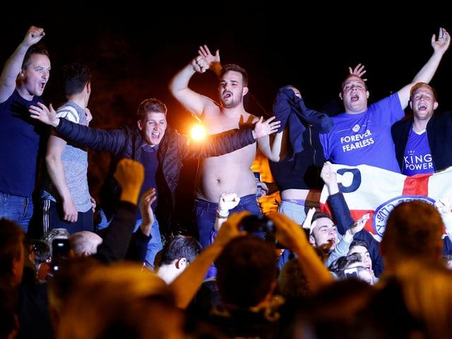 Leicester-Fans feiern auf der Strasse