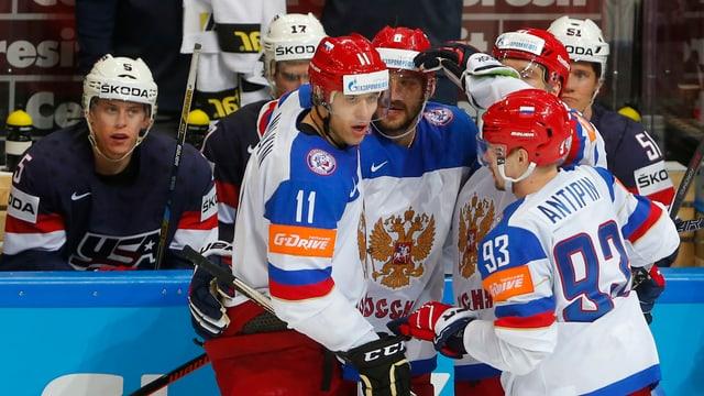 Malkin und seine Teamkollegen feiern den Finaleinzug.