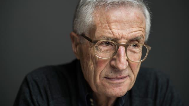 Ein Porträt von Rolf Lyssy.