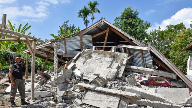Zerstörtes Haus auf Lombok.