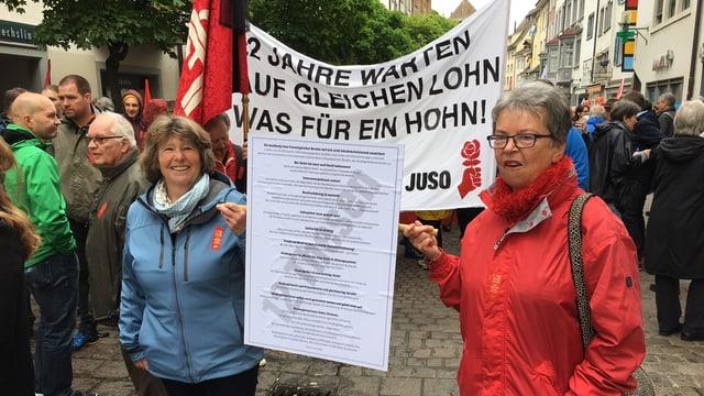 Kindergärtnerinnen am 1. Mai Umzug in Schaffhausen