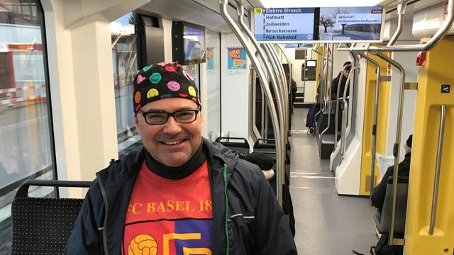 Andreas Werner Dick in einem Tram der BLT