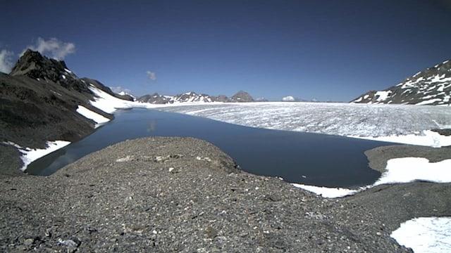 Favergesee, im Hintergrund das Gletschereis der Plaine Morte.