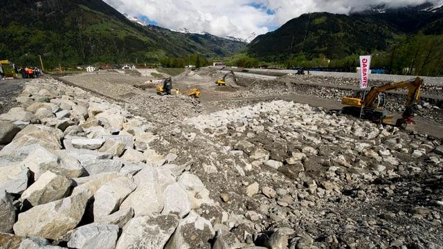 Die Baustelle am Schächenbach zwischen Bürglen und Altdorf, fotografiert am «Tag der offenen Baustelle» im Mai 2012.