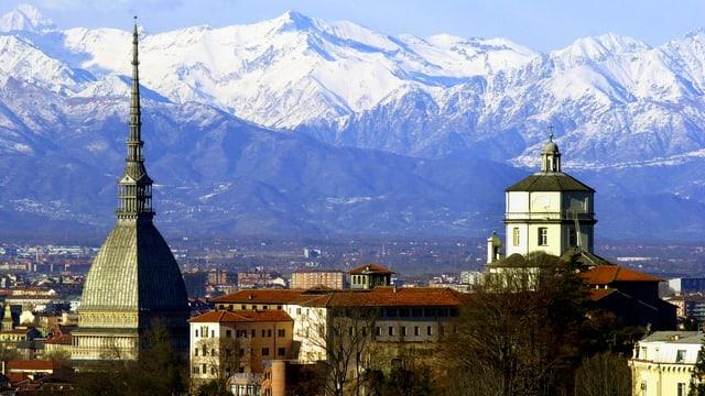 Vista da Turin e davostiers las alsp cuvridas cun naiv.