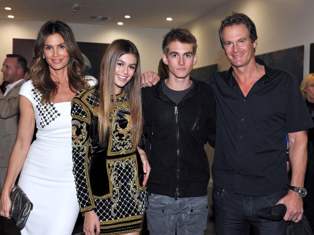 Cindy Crawford, Tochter Kaia, Sohn Presley und Vater Rande Gerber
