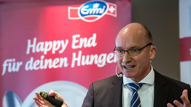Il CEO dad Emmi, Urs Riedener, infurmescha las medias davart il quint 2015.