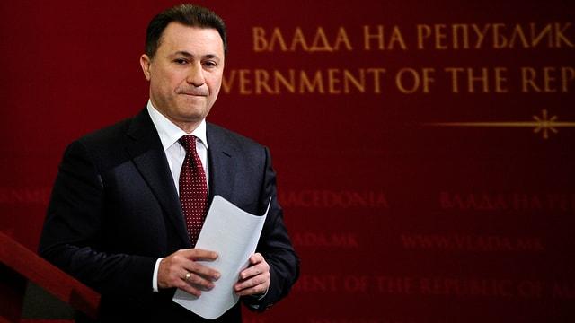 Il primminister da la Macedonia Nikola Gruevski davant in fund cotschen.