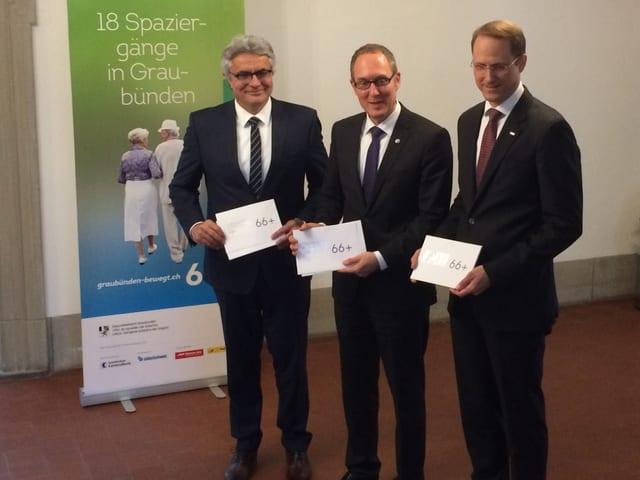 Alois Vinzens, Christian Rathgeb e Renato Fasciati han preschentà l'acziun «Il Grischun va a spass».