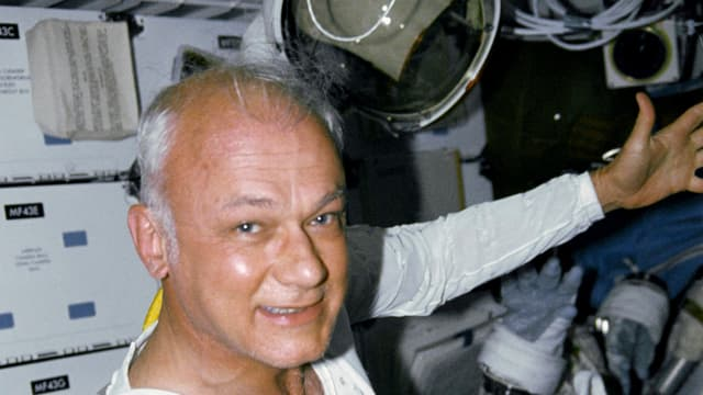 Bruce McCandless n Bord des Spaceshuttle Discovery