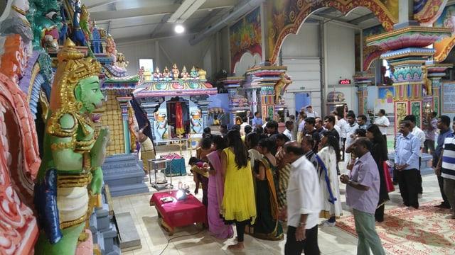 Video «Hinduistische Puja-Feier im Sri Kalyana Subramaniar Tempel» abspielen