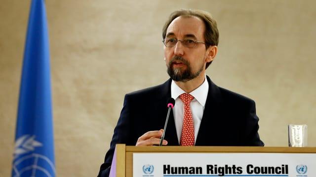 L'autcumissari da l'ONU per ils dretgs umans Zeid Raad al-Hussein.