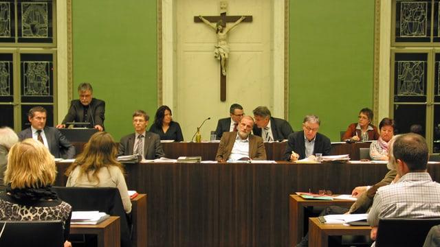 Die Stadtregierung während einer Session.