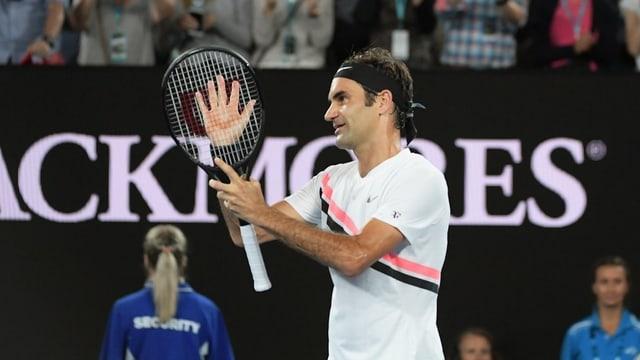 Federer tegn la pala da tennis.