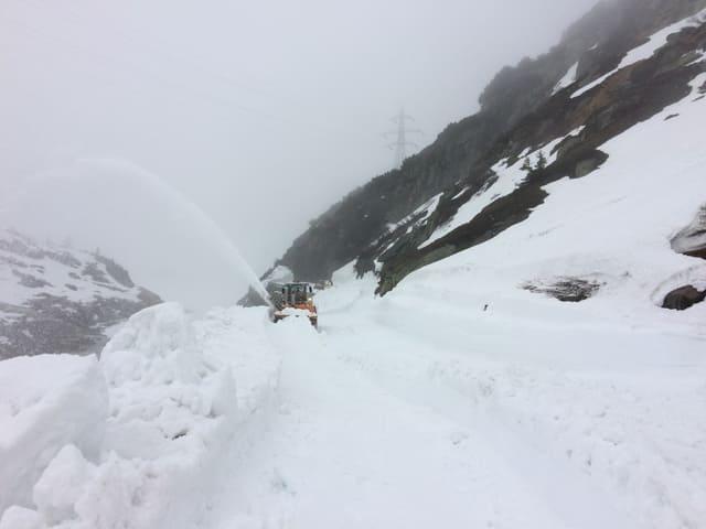 Maschine und viel Schnee