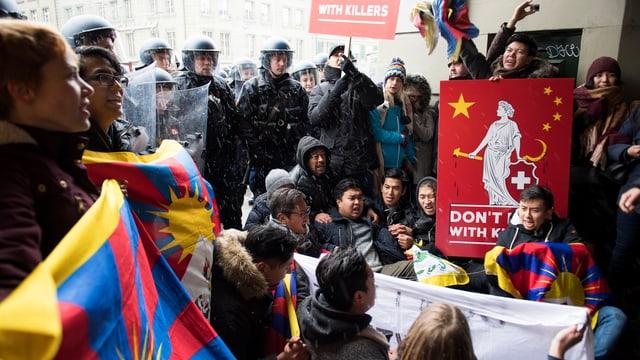 Tibeter protestieren gegen den Staatsbesuch von Xi Jinping.