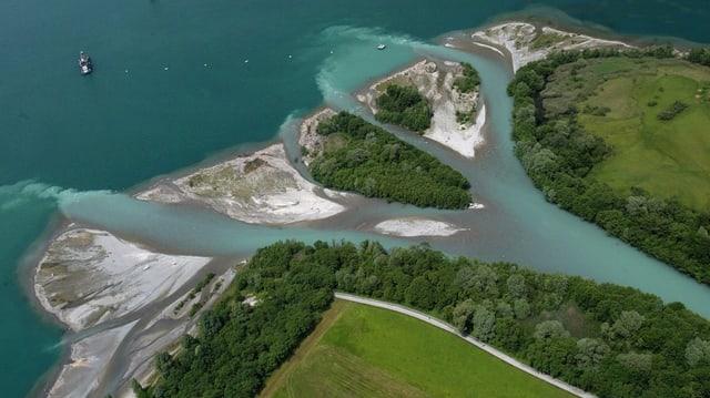 Vogelperspektive auf das Reussdelta, die Mündung der Reuss in den Vierwaldstättersee.